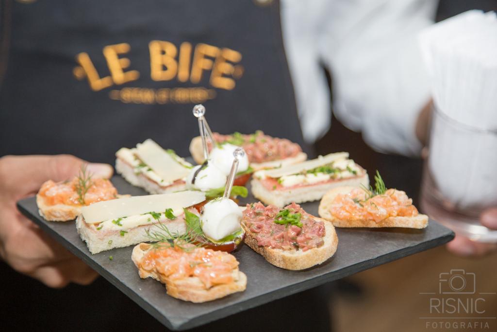 Foto com petiscos do restaurante Le Bife, em evento realizado pela Uol Diveo em parceria com a Microsoft