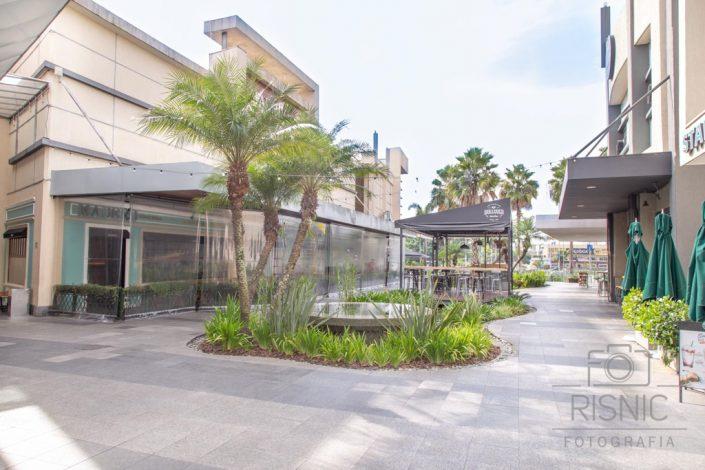 Foto mostrando ambientes externo do Shopping Tamboré