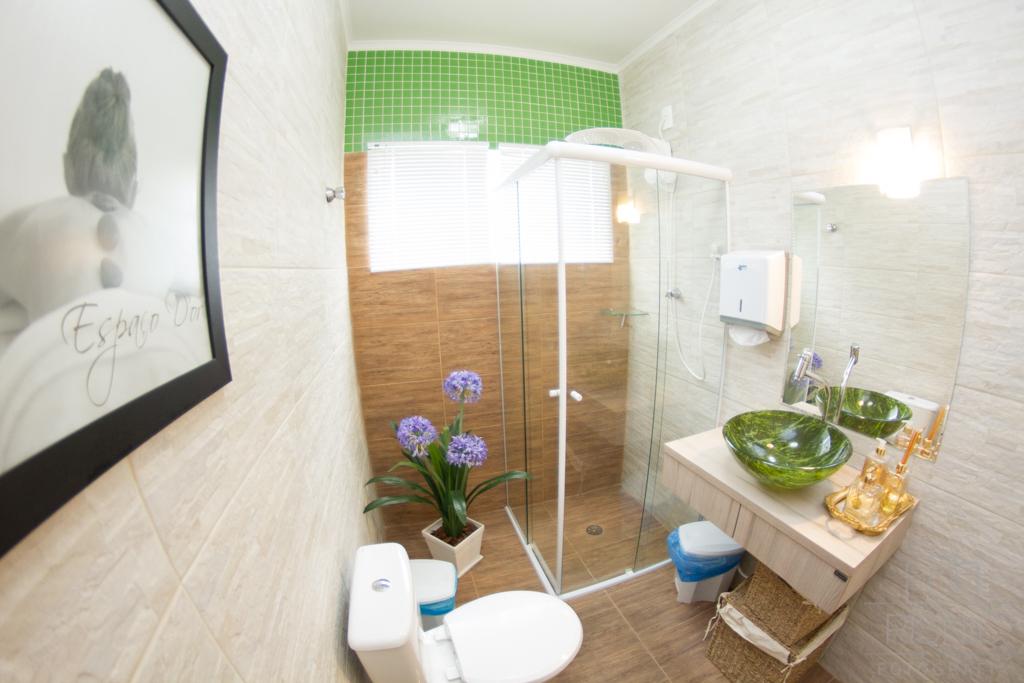 Ambientes Corporativos Clínica Estética Dra Débora Ribeiro. Nesta fotos temos o banheiro da clínica