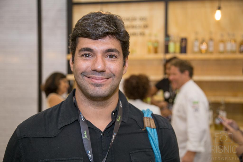 Fotografia Profissional Evento Corporativo. Cobertura do Stand do Sebrae Nacional na Feira Sirha. Chef Felipe Bronze na foto