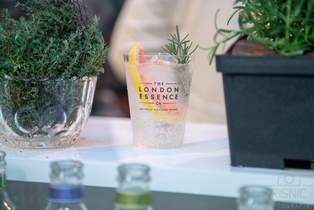 Nesta foto temos a bebida com base na tônica da London Essence, lançamento previsto para Outubro de 2018 no Brasil. Fotografia Corporativa - World Gin Day realizado em São Paulo
