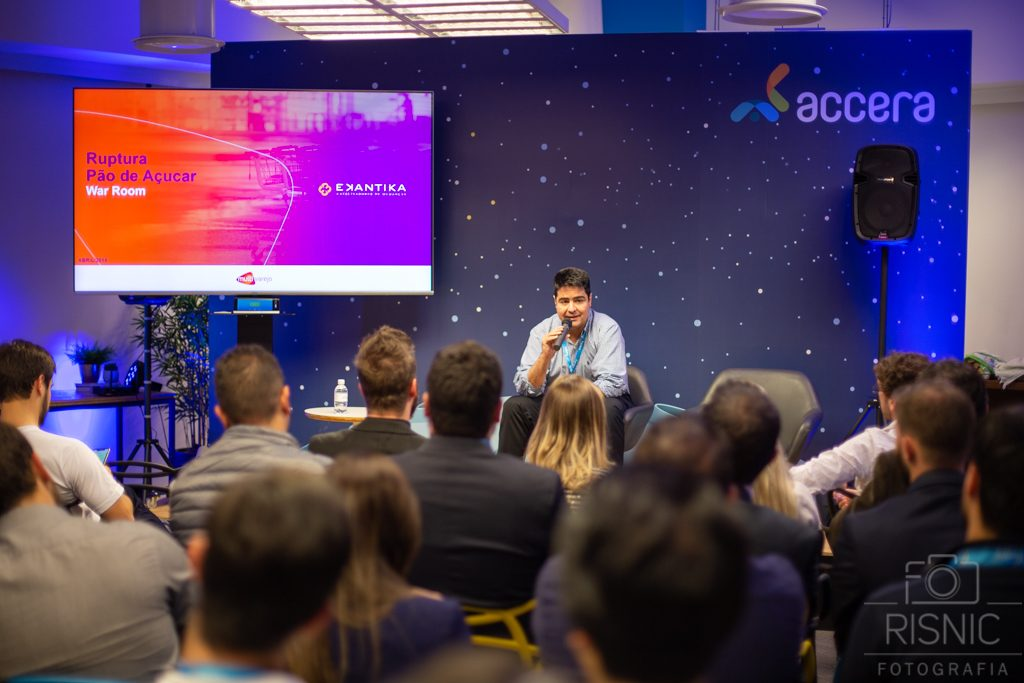 Marcelo Arantes, Diretor Executivo Supply Chain do Grupo Pão de Açúcar expondo sua palestra no evento da Accera BBQ