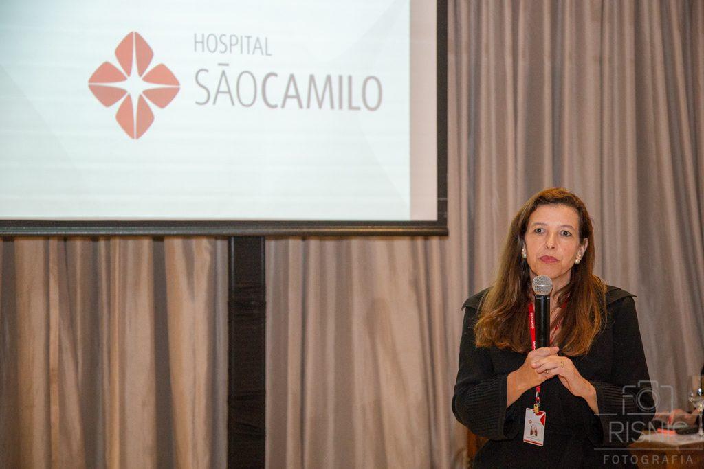 Diretora do Hospital São Camilo no evento XX Encontro de Lideranças Médicas