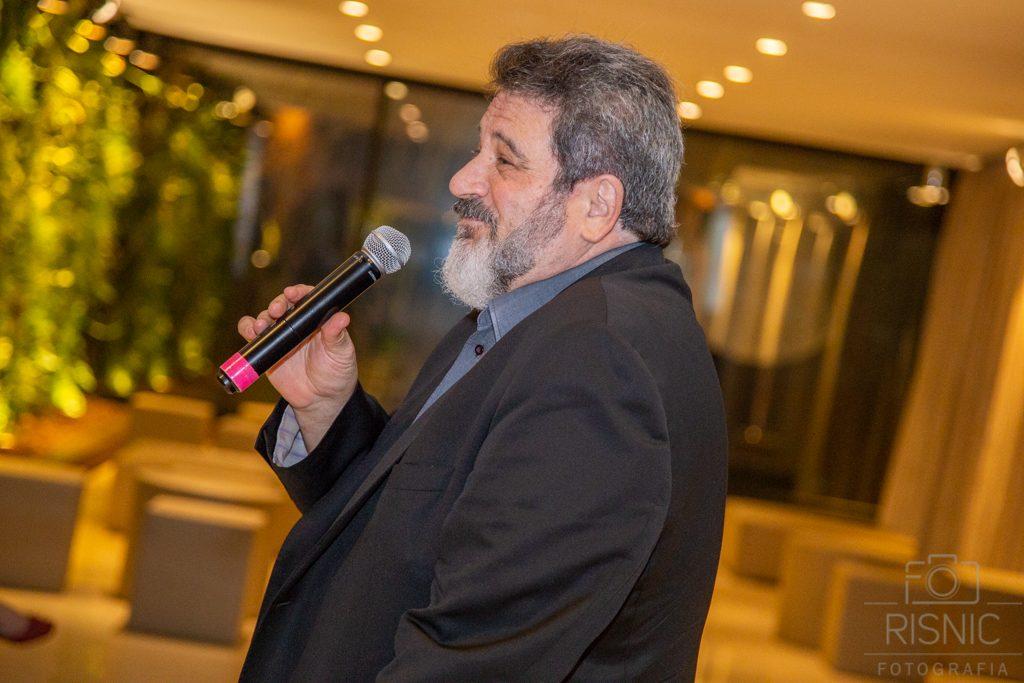 Mario Sergio Cortella palestrando no evento XX Encontro de Lideranças Médicas