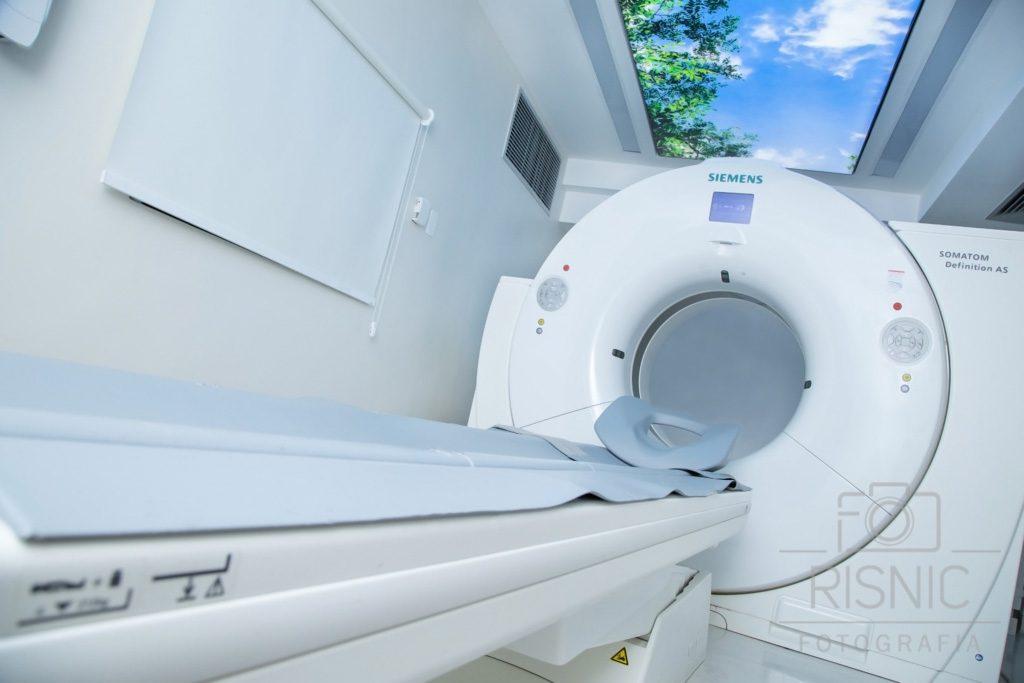 Fotografia do equipamento de Ressonância Magnética do Hospital São Camilo, Unidade Pompéia