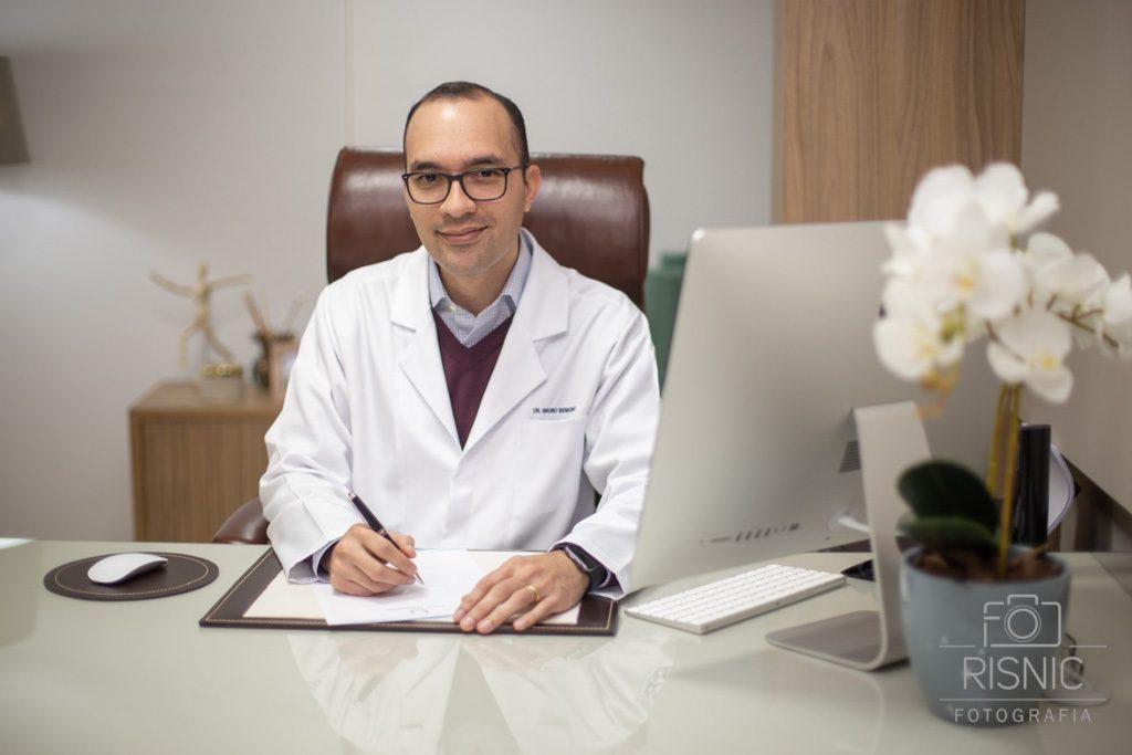 Retrato Corporativo do Médico Oncologista Bruno Benigno