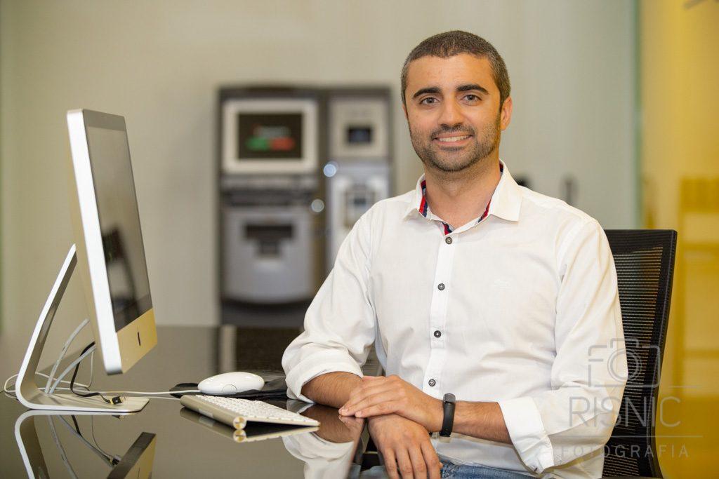 Retrato Corporativo de Arthur Souza, Professor especialista em Criptomoedas