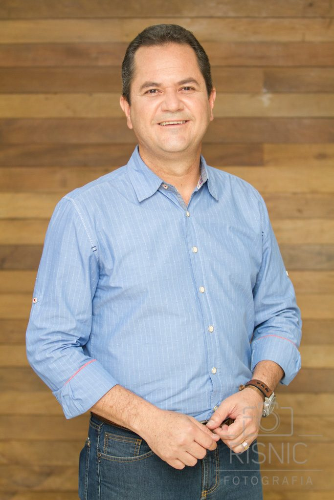 Retrato Corporativo para Linkedin. Nesta foto temos o Mauro Sérgio Ortega, apresentador do Canal Rural