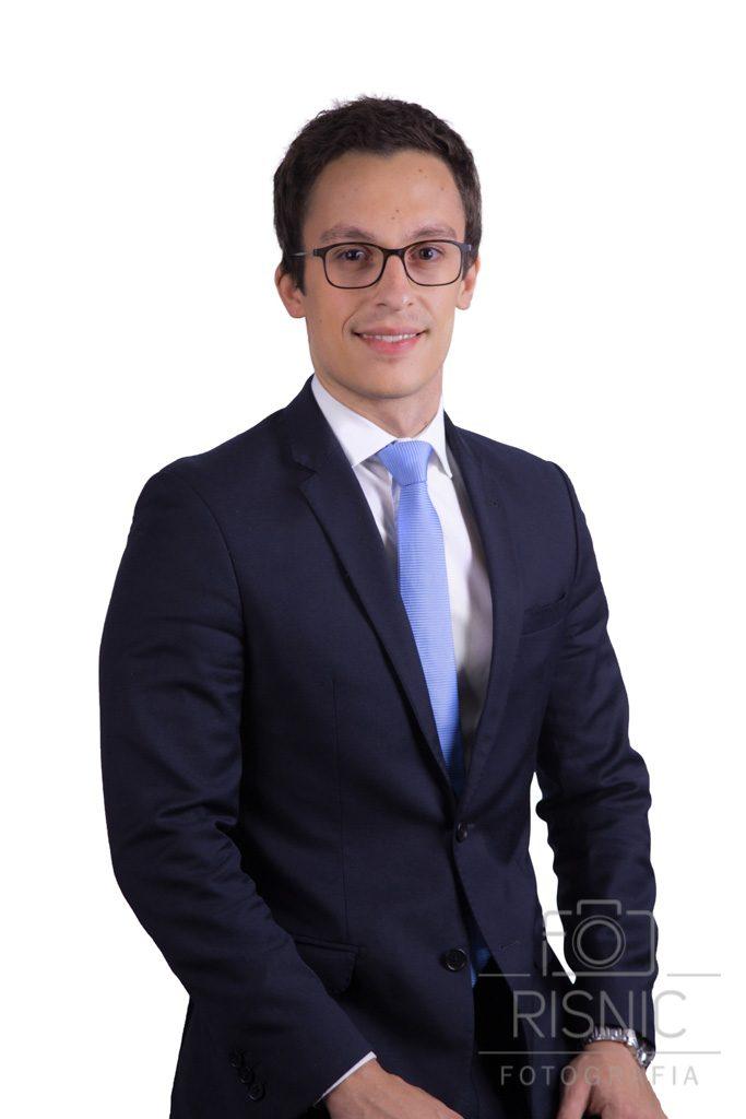 Retrato de advogado em fundo branco