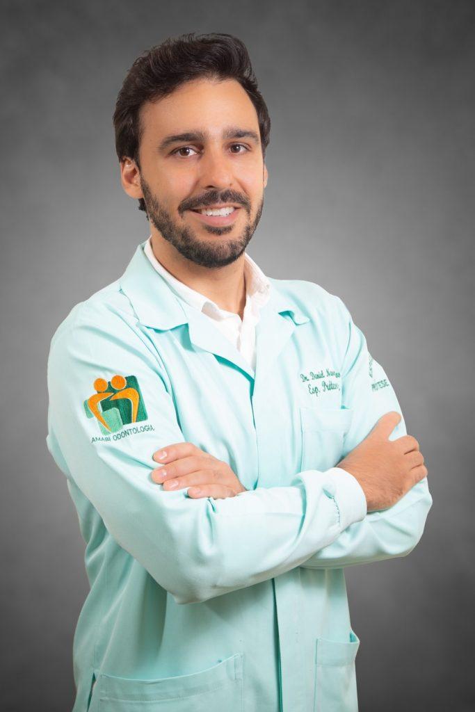 Retrato Corporativo para Dentistas. Retrato do Dr. Daniel Nascimento Santos, dentista especialista em prótese dentária