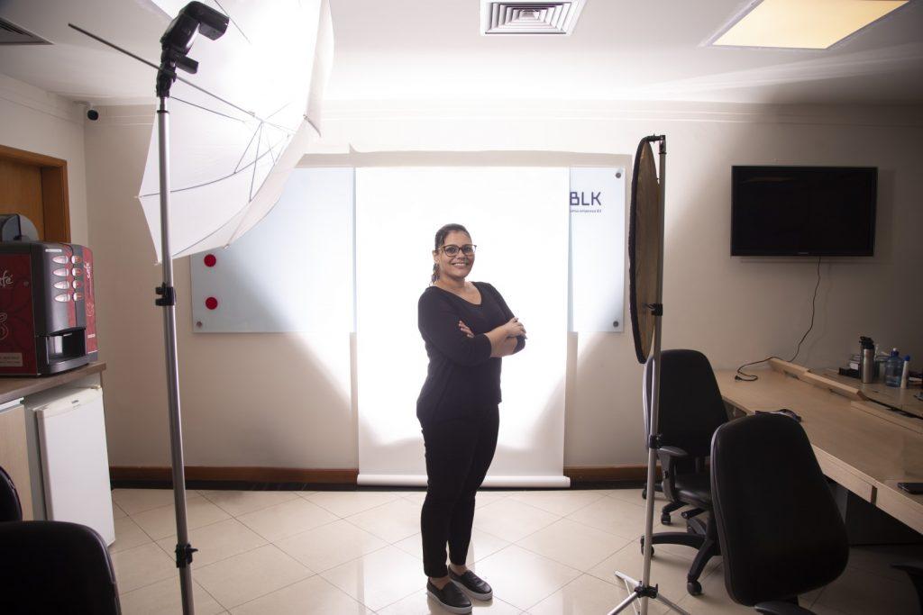 sessão de fotos corporativas dentro do escritório da BLK